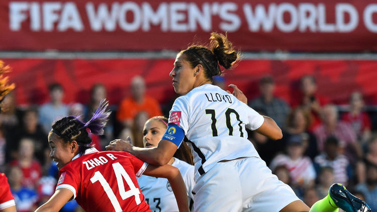 Carli Lloyd with the winner (from latimes.com)